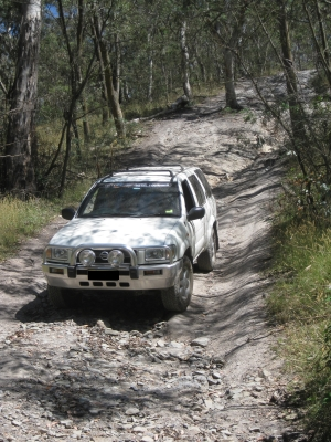 Nissan Pathfinder doing 4wd training with Australian 4x4 Driver Training
