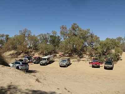Australian 4x4 tag Along Tours having lunch at Eyre Creek, Simpson Desert