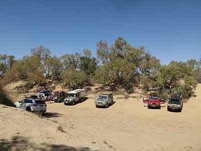 Australian 4x4 tag Along Tours having lunch at Eyre Creek, Simpson Desert